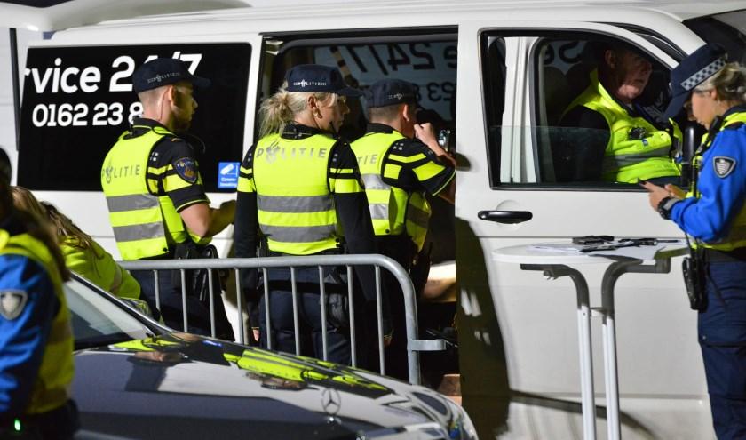 De taxi's werden door de politie op diverse dingen gecontroleerd.