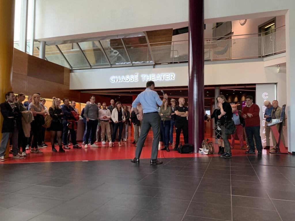 Wethouder Daan Quaars opende de ideeënbox in het Chassé Theater.  Foto: Wesley van der Linde/GroenNieuws.nl © BredaVandaag