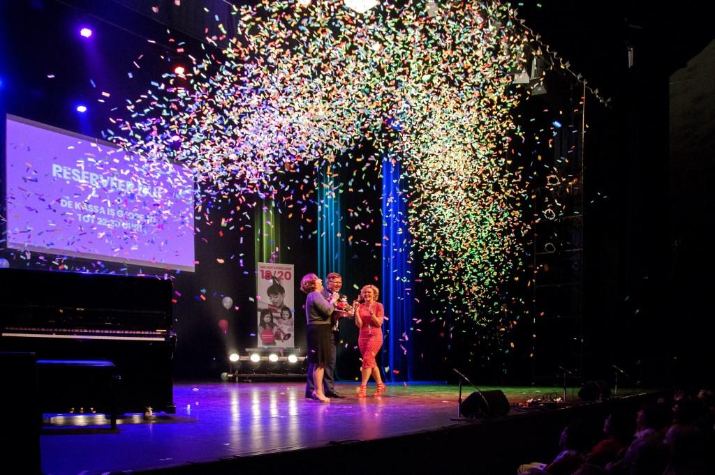 Ger de Weert geeft samen met Karin Bruers en Hilda Vliegenthart het startsein voor het nieuwe seizoen. Foto: Harry Rappange © Internetbode