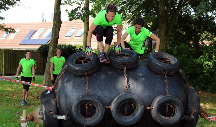 Jong en oud zetten zich tijdens Obstaclerun in voor Stichting Jayden.