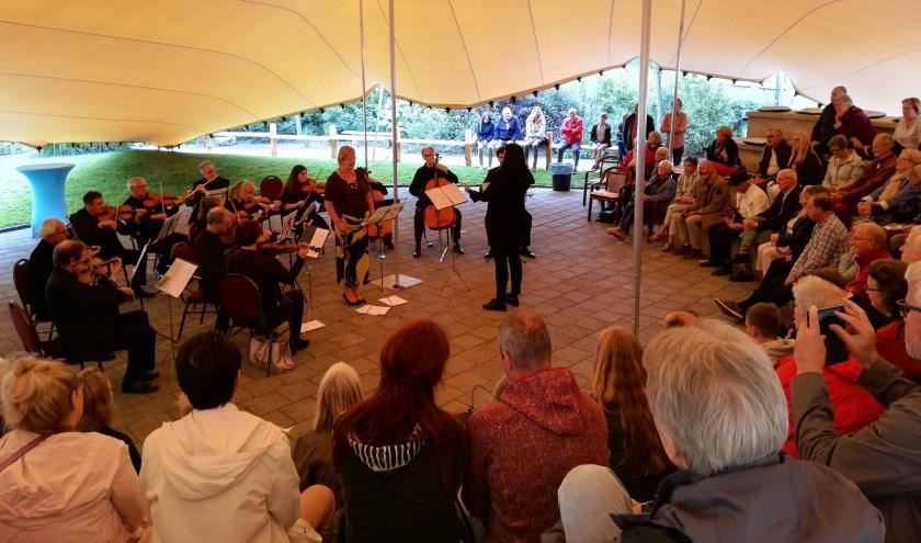 Het Zeeuws Vlaams Kamerorkest tijdens Nispen Klassiek.