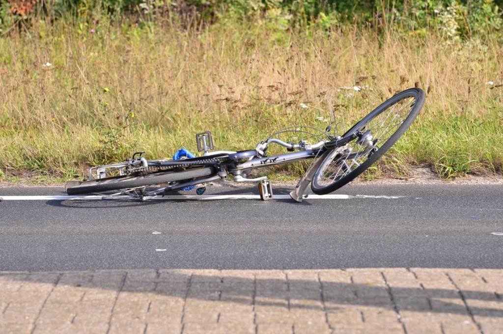 De fiets eindigde zo'n tien meter verderop.  Foto: Perry Roovers © BredaVandaag
