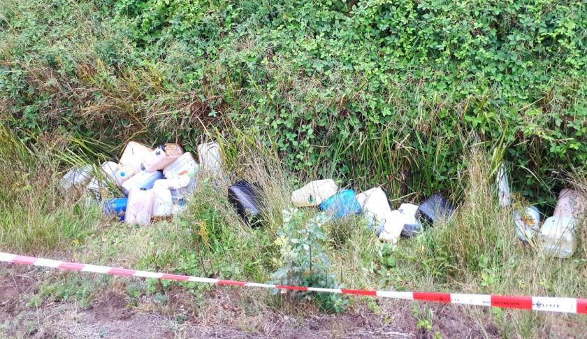 De dumping werd in een sloot aangetroffen.