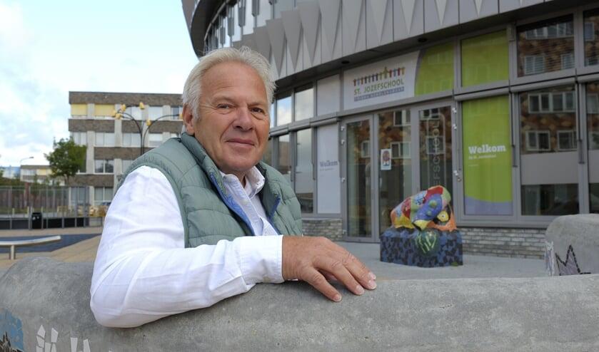 Dick van den Bout op het Pablo Picassoplein waar het Odensehuis gevestigd is.