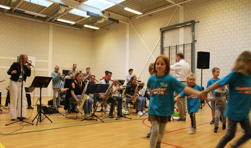 De Persi Swing Collective Big Band gaf een prachtig concert in Maria Regina ter ere van het jubileum Volharding.