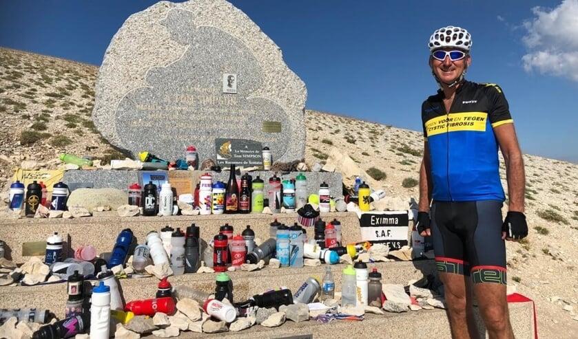 Richard van der Mast neemt aan allerlei fietstochten voor het goede doel deel.