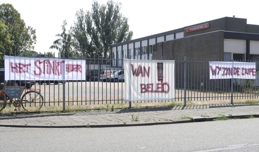 De spandoeken op de locatie van Werk aan de Wijk aan de Meerhoutstraat.