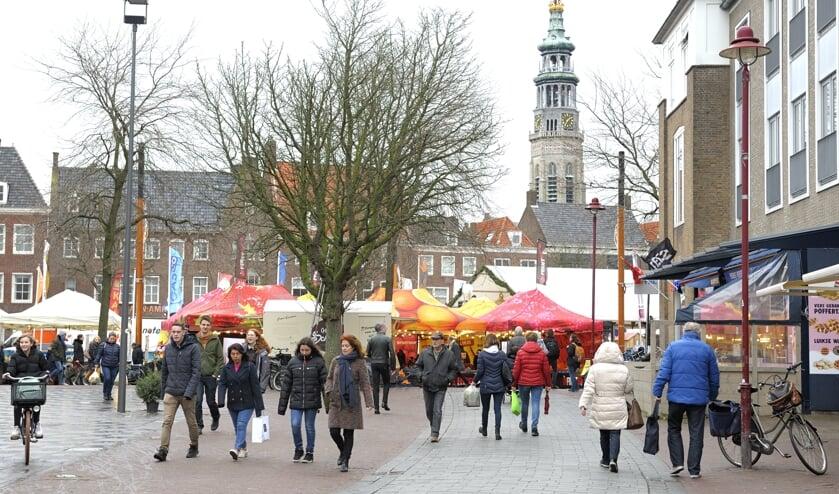 De binnenstad van Middelburg op een marktdag. FOTO ANNET EEKMAN