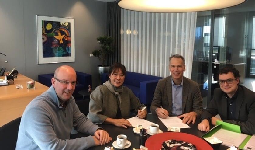 Van links naar rechts wethouder René Lazeroms, burgemeester Marjolein van der Meer Mohr, Bart de Kok (De Kok Bouwgroep) en Dees Melsen (beleidsmedewerker ruimtelijke ontwikkeling).