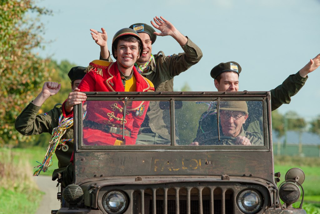 Chef Soldaat rijdt rondjes in de legerjeep Foto: Wesley van Bree © Internetbode