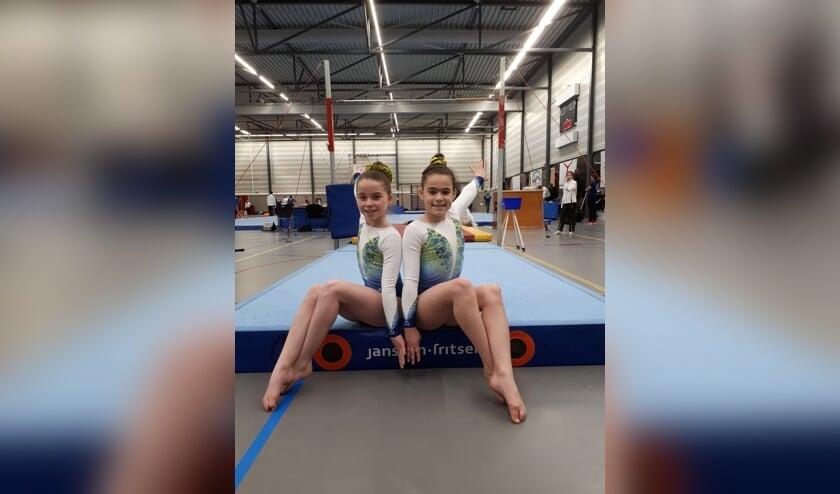 Nikki en Jada in afwachting van de definitieve uitslag van de tweede plaatsingswedstrijd.