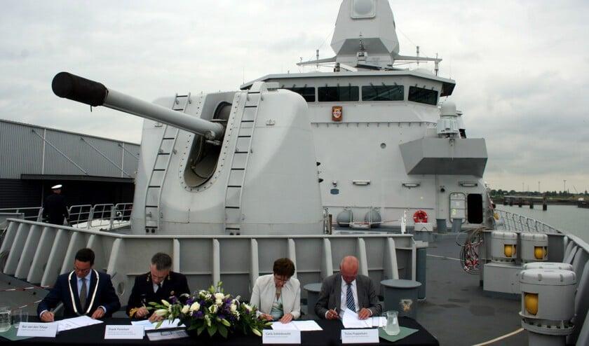 06-ondertekening-marinierskazerne-large