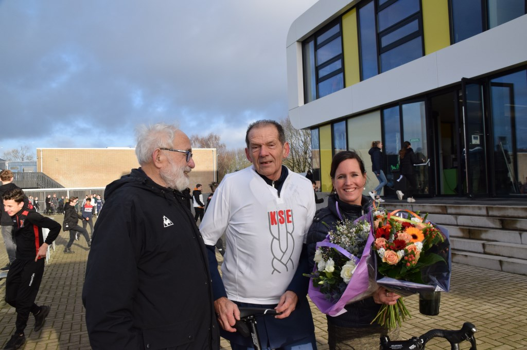 Speaker Kees Maas met Peter van Heusden en bestuursassistente Patricia Wijnings. FOTO STELLA MARIJNISSEN  © Internetbode