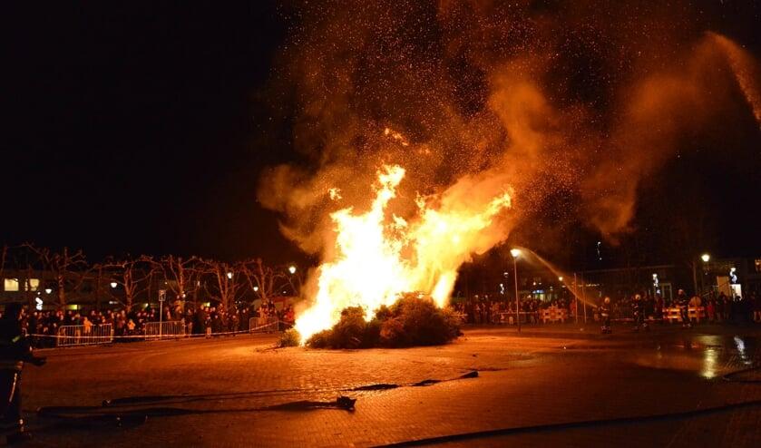 De verbranding zorgde voor grote vlammen.