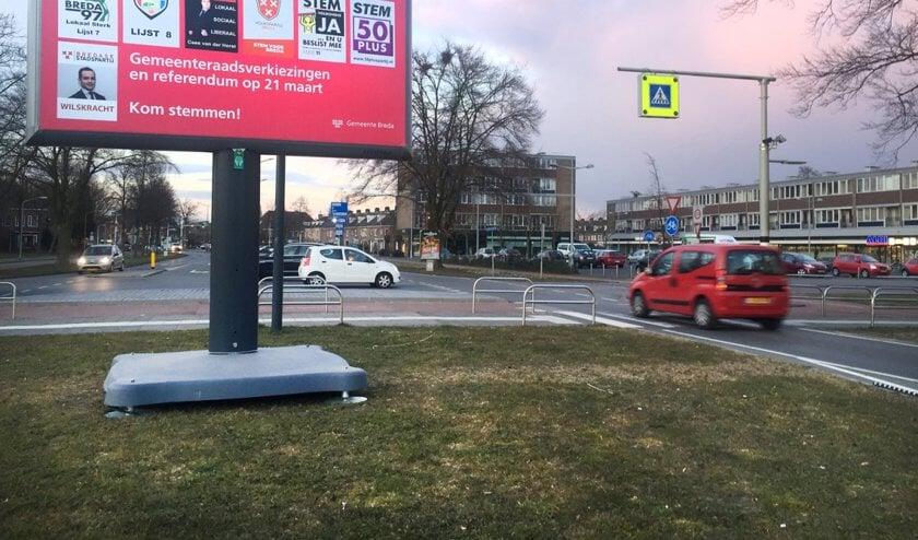 Een bord met posters tijdens de gemeenteraadsverkiezingen