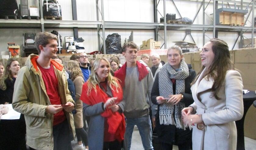 Studenten bekijken het industrieterrein. FOTO TIES STEEHOUWER