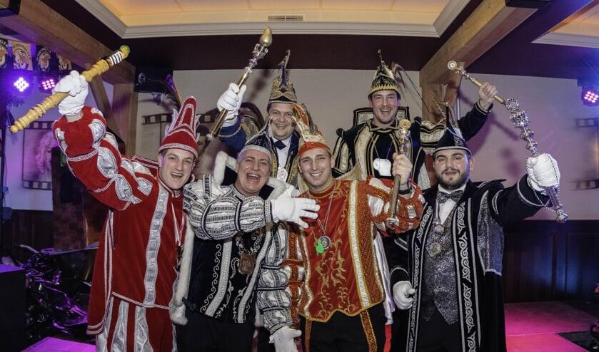 Vlnr: Prins Peer d'n Eerste uit Torensjouwerslaand (Schijf) ,Prins Ralph dun Elfde uit de Gouwe Stad (Achtmaal), Prins Ker d'n Eerste uit het Kraaierijk (Rucphen), Prins Hendrick d'n Jirste uit Heikneuterslaand (Sint Willebrord), Prins Gudo den 1 ste uit Grasduinersdurp (zegge) en Prins Dave d'n Eer