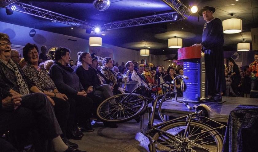 KapelaanOdekerke bracht afgelopen zaterdagavond per fiets een bezoekje aan Café Zaal De Wereld in Rucphen.