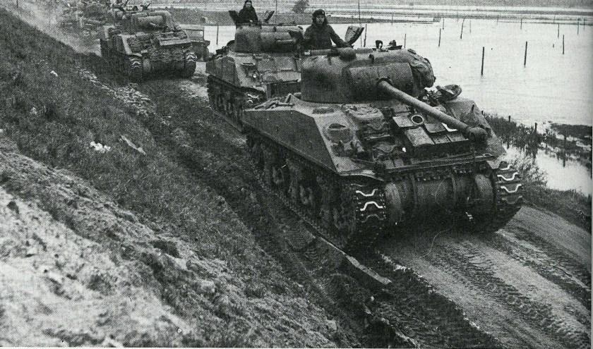 Tank langs Kanaal door Zuid Beveland.