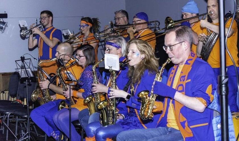 Hofkapel Da'Kapelleke van het Kraaierijk. Helemaal rechts staat medeorganisator  en trompettist Bas Nijssen.