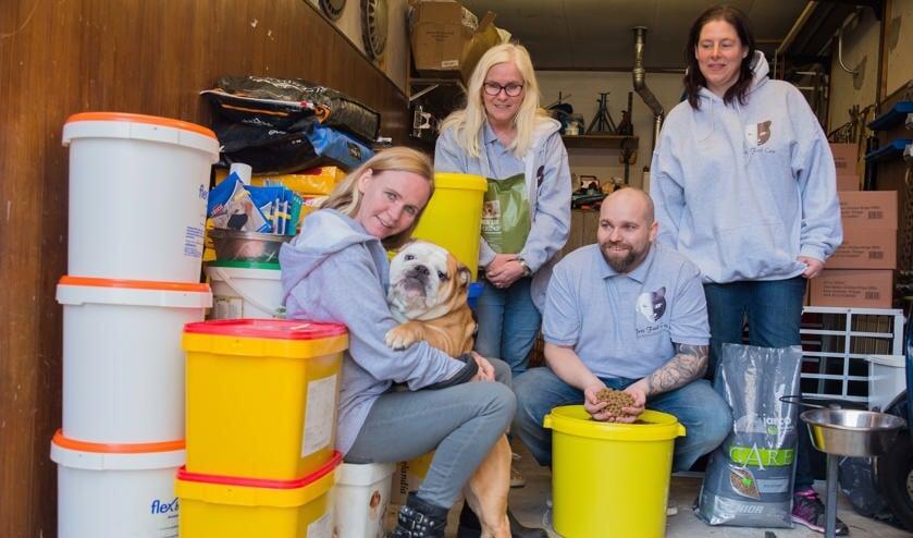 De vrijwilligers van de dierenvoedselbank
