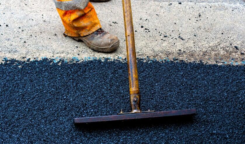 De wegen krijgen nieuw asfalt.