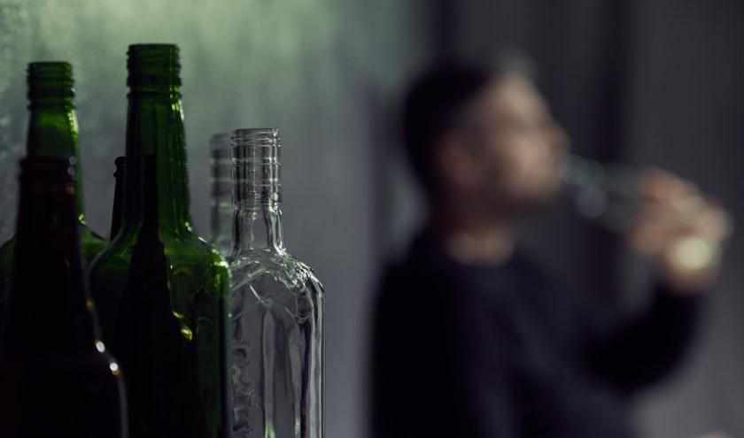 De campagne 'Laat ze niet (ver)zuipen' gaat alcoholmisbruik tegen.
