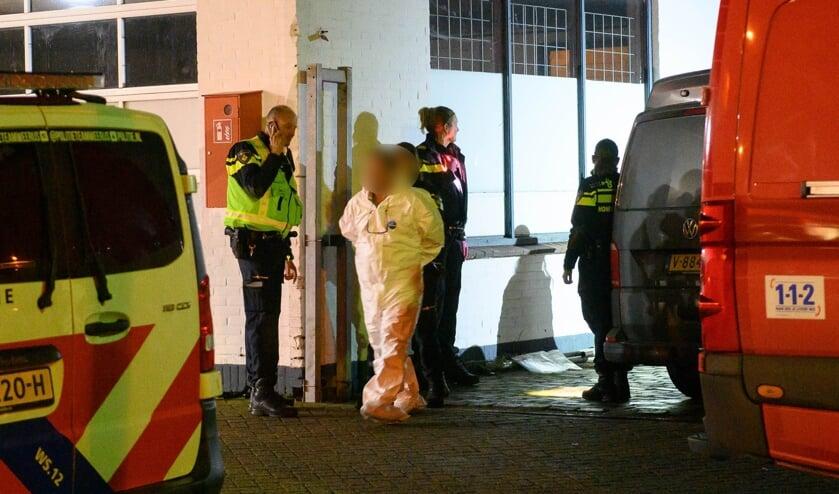 De verdachten kregen in november een witte overall aan om te voorkomen dat sporen werden vernietigd.