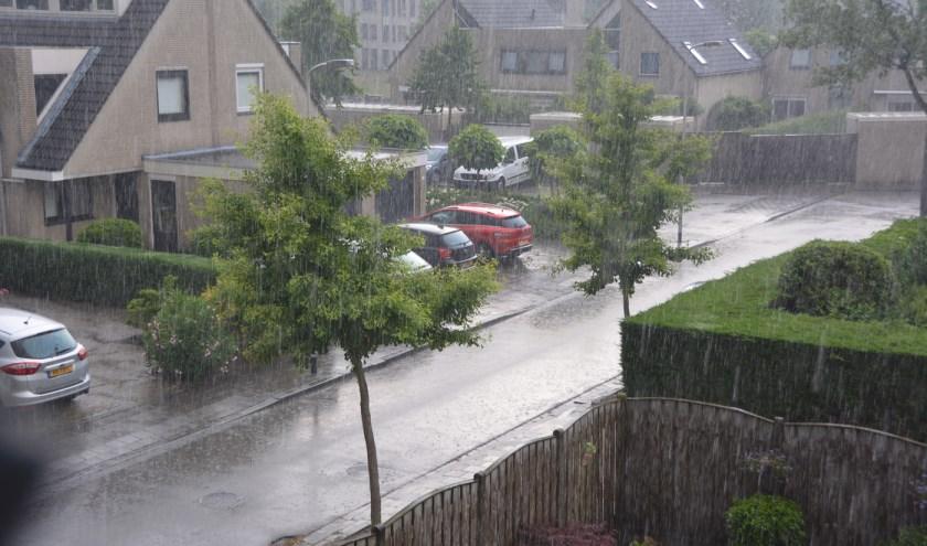Vooral zondagmiddag felle regens.