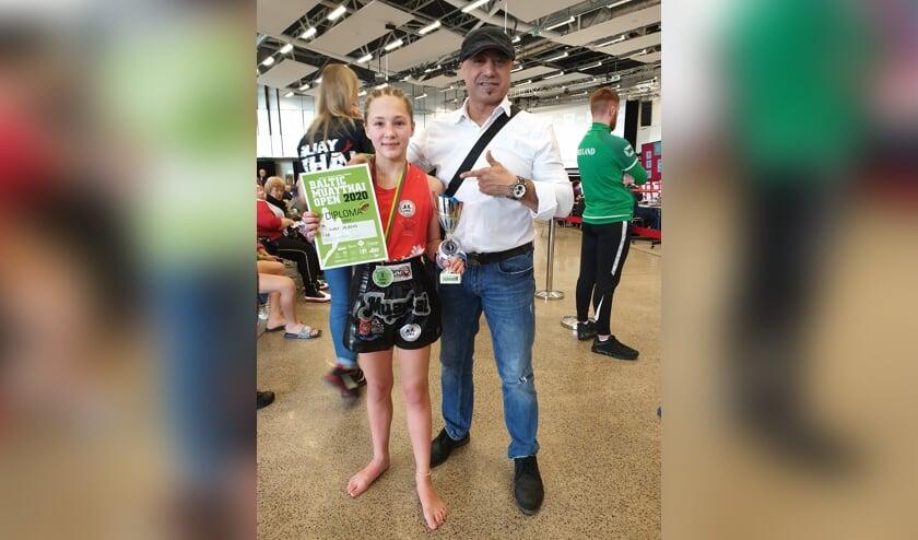 Ruby de Bont met haar gouden medailles in Litouwen.