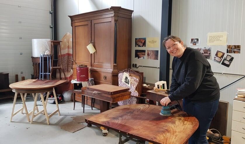 Esther Splinter in haar werkplaats annex showroom. FOTO EUGÈNE DE KOK