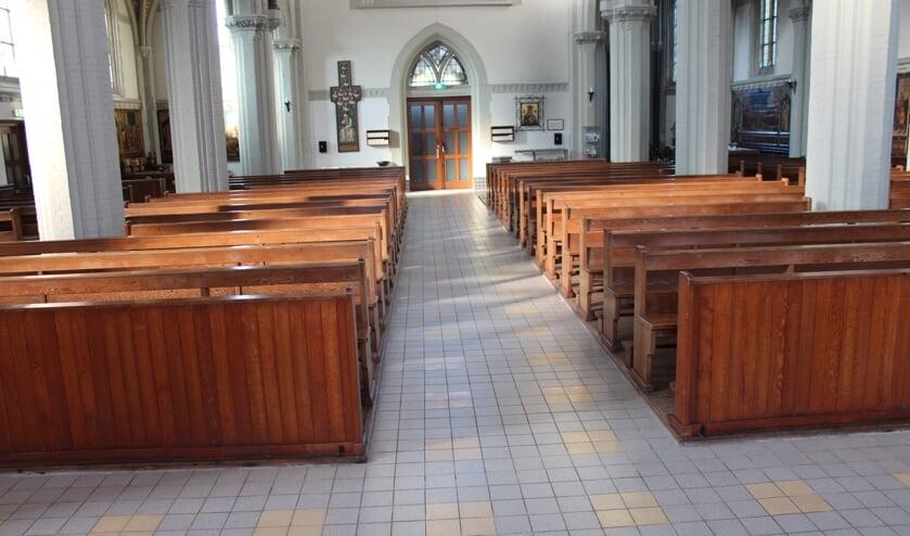 Lege kerkbanken tijdens de coronacrisis is het geijkte beeld in kerken en gebouwen om samen te bidden.