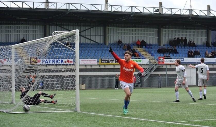 Elst gaf een goede pass op de meegelopen Tarfit die met een indraaiende voorzet Soares Wanderley wist te bereiken die tegendraads de 1-0 wist binnen te schieten.