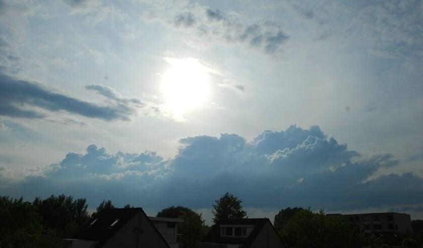 De zon zal deze week haar best moeten doen om door de wolken heen te komen.