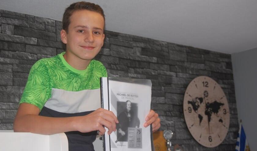 <p>Jari van Nieuwenhuijzen (12) is het jongste lid van Muziektheater Zeeland.</p>