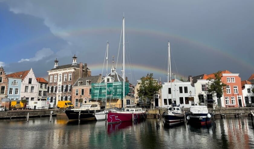 <p>Een dubbele regenboog boven de stadshaven van Goes.</p>