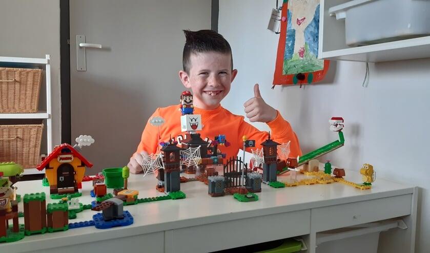 <p>Daneel bij zijn Lego Mario, m&eacute;t geluid!</p>