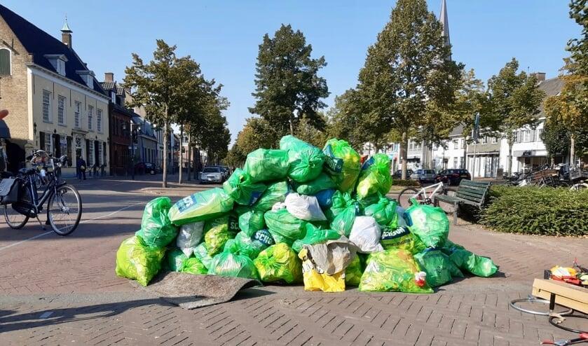 Op World Cleanup Day komen jaarlijks mensen in actie, om afval in en rondom Etten-Leur op te ruimen.