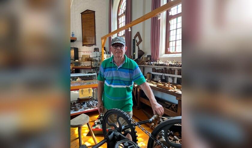 <p>Peter Kempenaars houdt zich bezig met het onderhoud van het museum en de pomp.</p>