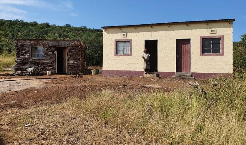 <p>Het oude, en nieuwe huis van Busishiwe uit eSwatini (voormalig Swaziland)</p>