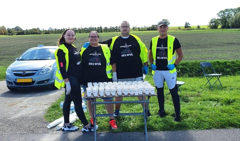 <p>V.l.n.r. Beyonc&eacute; Stehouwer; Chantal Stehouwer;Joshua van Maastrigt en Guyon Stehouwer bij de waterpost.</p>