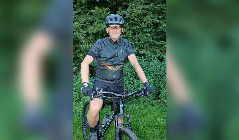 <p>Willem Poppe is fan van mountainbiken.</p>