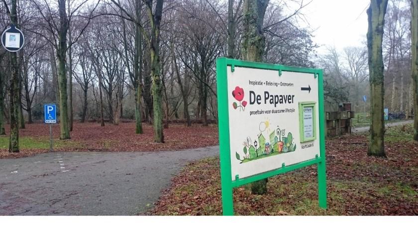 Kinderen en hun ouders kunnen zich in de Delftse Hout nog tot en met 8 januari vermaken met de Kerstballentocht.