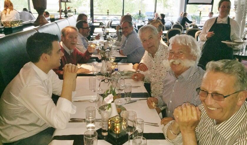 De Delftse fractievoorzitter komen bij het Van der Valk Hotel in Nootdorp bijeen voor hun zeer geheime bespreking over de benoeming van een nieuwe burgemeester.