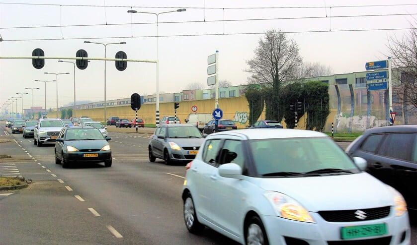 Veel automobilisten merkten afgelopen jaar al dat het steeds drukker wordt op de Kruithuisweg (N470). Die conclusie trekt Rijkswaterstaat nu ook. (foto: Jesper Neeleman)