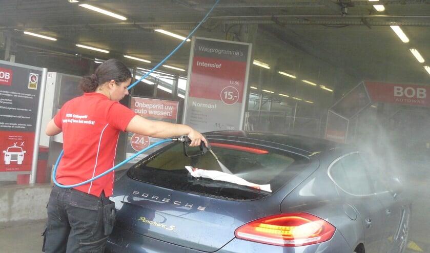 Bij BOB Autowas worden auto's vakkundig gereinigd in de wasstraat.