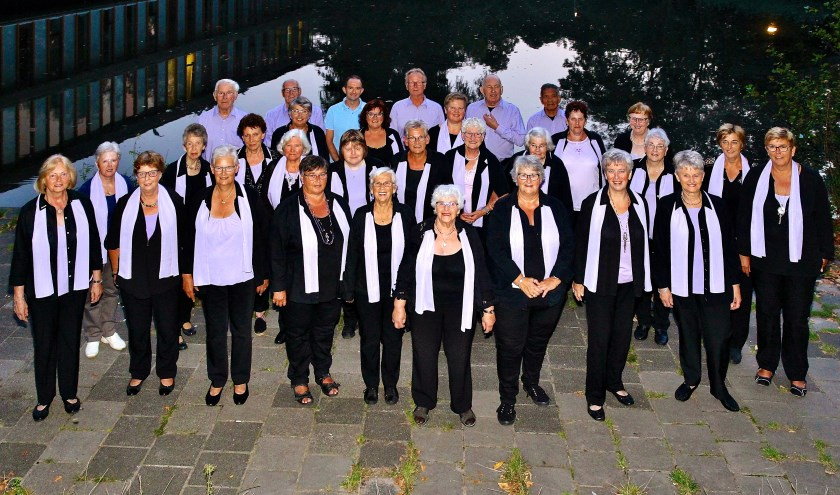 De mannen en vrouwen van gemengd koor Prins Hendrik zoeken nieuwe zangers.
