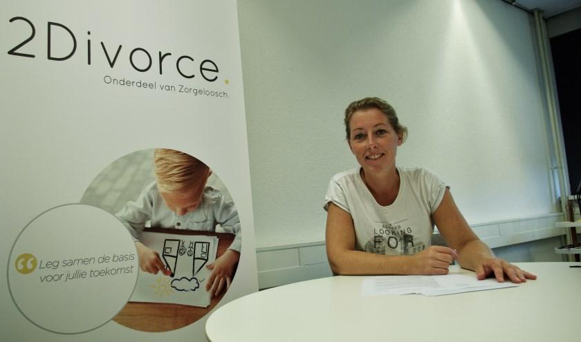Joyce Kars van 2Divorce in het Delftse kantoor aan de Marshalllaan 2, waar ze dagelijks in de weer is om scheidingen tot een 'goed' einde te brengen.