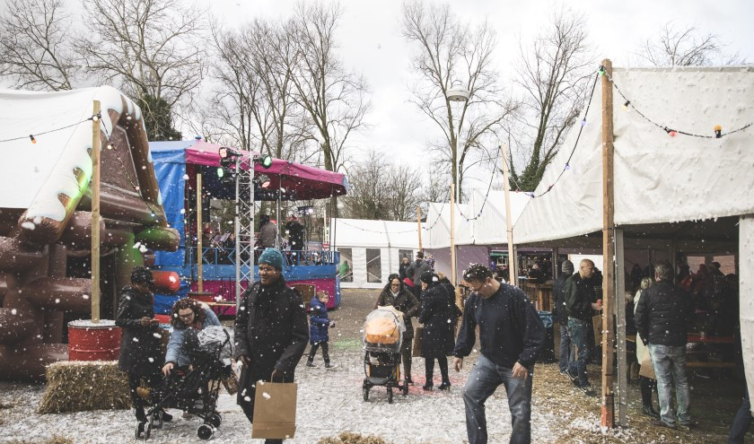 De door Stichting Perspektief georganiseerde kerstmarkt was een groot succes.
