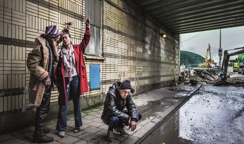 In het stuk 'Thuislozen' met o.a. Adelheid Roosen zijn buitengewone mensen te zien